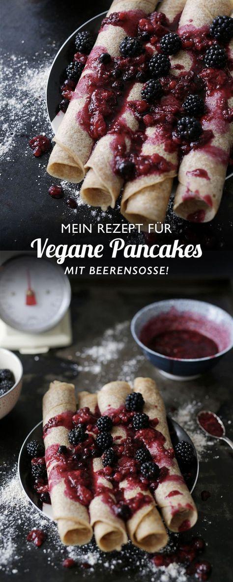 Vegane Pfannkuchen mit Beerensoße