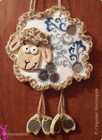 Поделка изделие Новый год Декупаж Лепка Денежно-узорная овечка 2015 + мини мастер класс Краска Монета Тесто соленое Шпагат фото 1