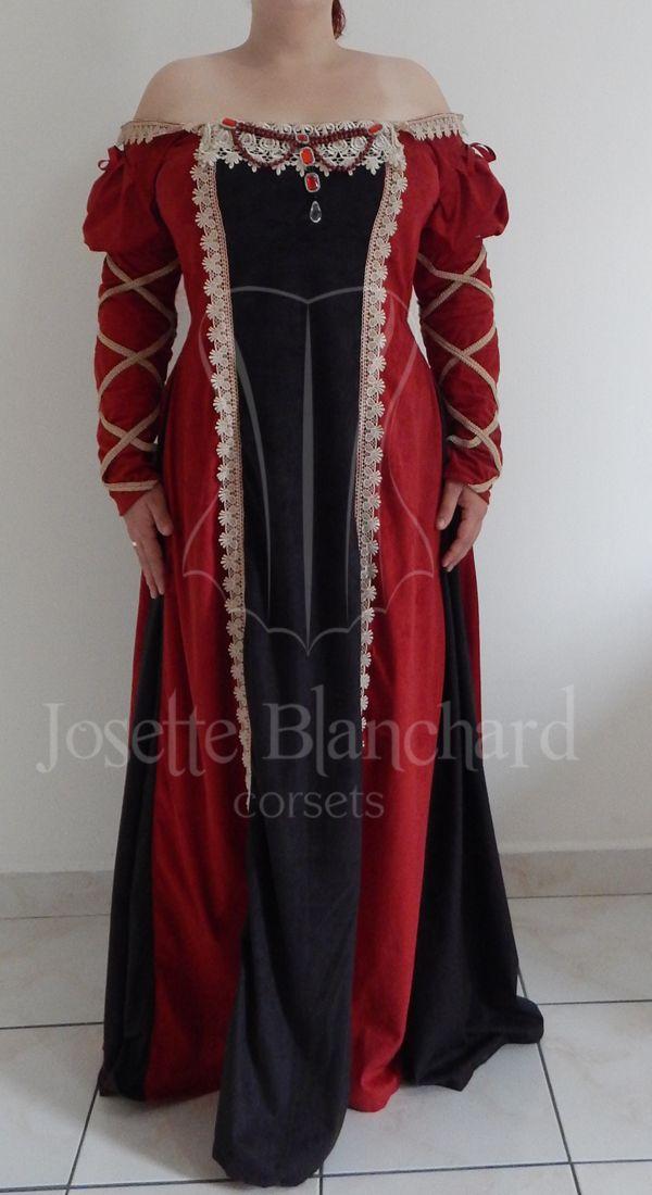 Vestido estilo medieval com mangas renascentistas em camurça preta e vermelha, com pregas em camurça preta, detalhes de rendas no decote, frente e mangas e pedrarias aplicadas no decoteSite: http://www.josetteblanchardcorsets.com/ Facebook: https://www.facebook.com/JosetteBlanchardCorsets/ Email: josetteblanchardcorsets@gmail.com josetteblanchardcorsets@hotmail.com