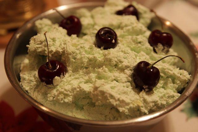 Voici la recette pour faire la salade Watergate (salade pistachio). Un excellent accompagnement pour le cipâte, le poulet, la dinde ou la volaille.