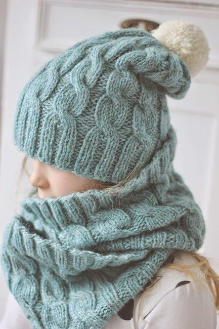 Cable beanie and cowl pattern in Finnish. (K i r s i k k a p u u: Ekovillaisia palmikoita)