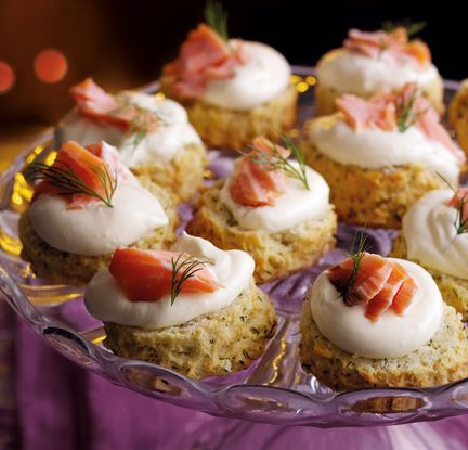 Treat your party guests to these delicious savoury dill scones, topped with a generous dollop of creamy horseradish cream and hot smoked salmon flakes. | Tesco