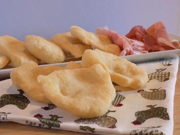 Dalla tradizione Toscana le zonzelle di nonna Desidera, fragranti e gustose con salumi e formaggi saranno gradite da grandi e piccini .