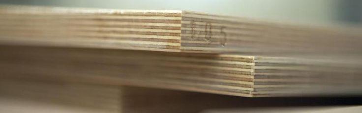 Tablero marino     Consiste en un contrachapado apto para su uso marino debido al uso de ciertas características, como el espesor y cantidad de capas, maderas usadas y las colas fenólicas