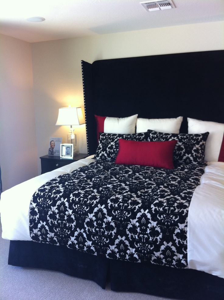 I love this dramatic bedding  red  white  black  damask. Top 25 ideas about Jesse and Christina s bedroom on Pinterest