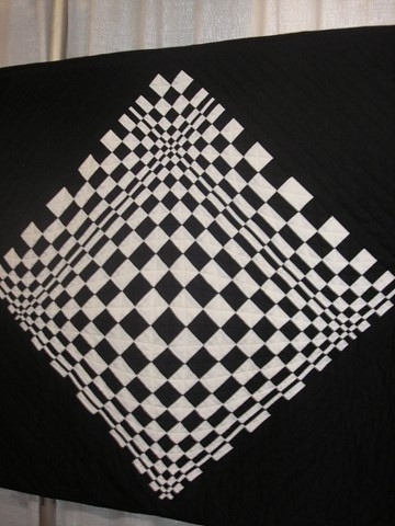 Black and White optical illusion quilt
