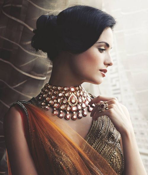 It's Polki love, come and discover the magic of jewels at Khanna Jeweller House.   http://www.khannajeweller.com/collections-polki.html  Powered by www.myweddingbazaar.com