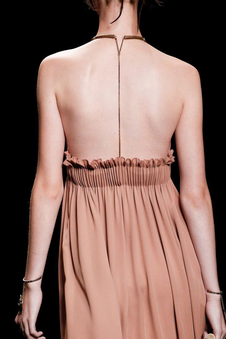 a delicate flash of the back  Valentino Spring 2016 Ready-to-Wear Fashion Show - Cameron Traiber (Supreme)