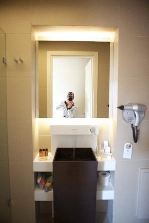 OandB Athens Boutique Hotel: baño
