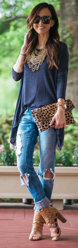 Love everything about this outfit. Statement necklace, animal print clutch, plain tee and boyfriend jeans.
