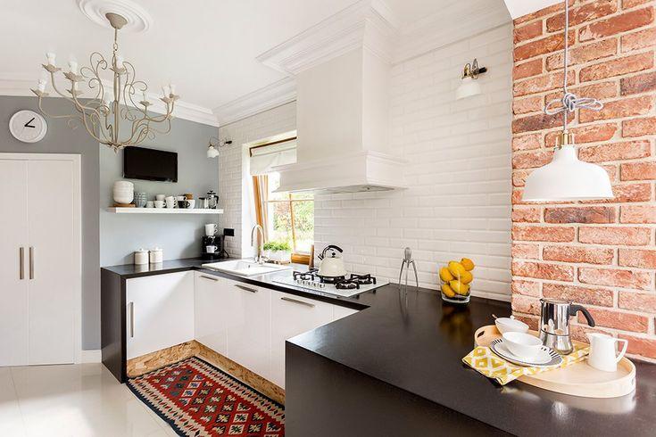 Ściana z cegły w nowoczesnej kuchni - hit roku! ;-) #design #urządzanie #urząrzaniewnętrz #urządzaniewnętrza #inspiracja #inspiracje #dekoracja #dekoracje #dom #mieszkanie #pokój #aranżacje #aranżacja #aranżacjewnętrz #aranżacjawnętrz #aranżowanie #aranżowaniewnętrz #ozdoby #kuchnia #kuchnie #cegła #cegły