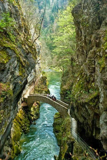 The Infinite Gallery : Gorges de l'Areuse Les gorges de l'Areuse se trouvent entre Noiraigue et Boudry dans le canton de Neuchâtel en Suisse