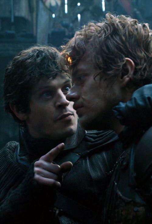 """Ramsay """"Snow"""" Bolton et Theon """"Schlingue"""" Greyjoy GOT S4E8"""