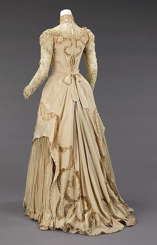 Beautiful back view of an 1890 silk and linen evening gown by Herbert Luey, USA. Herbert Luey was a significant dressmaker working in Brooklyn when downtown Brooklyn was a popular shopping destination.