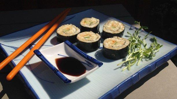 Raw food-sushi med blomkål och cashewnötter. Foto: Anna Olofsson/Sveriges Radio