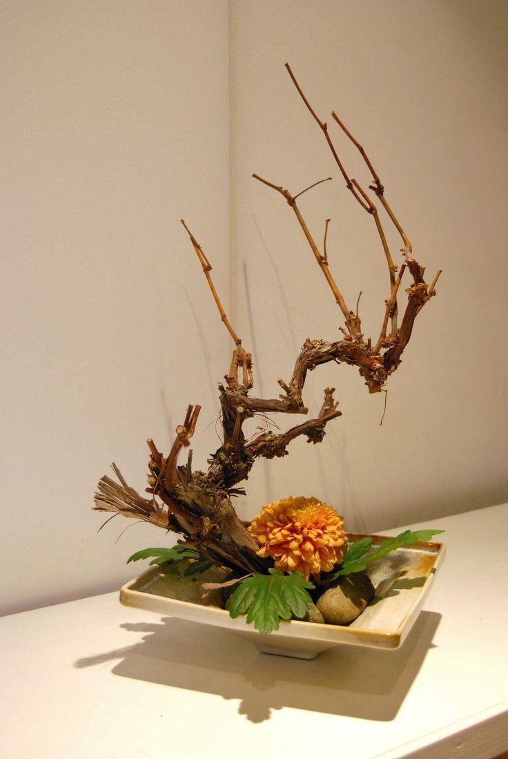 Ikebana 'Pond of stones' – Ikebana free style