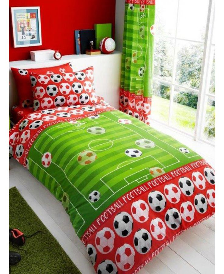 This Goal Football Single Duvet Cover and Pillowcase Set in red and green is the perfect finishing touch for a football themed room. Free UK delivery available.