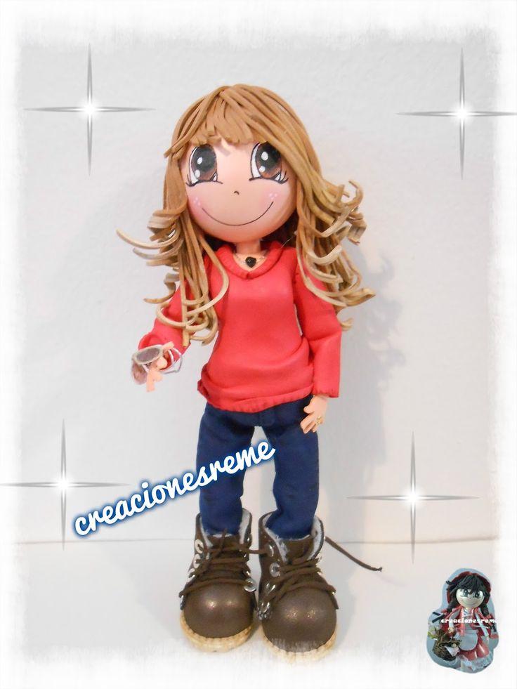 Muñequitas fofuchas de goma eva Creacionesreme fofucha personalizada con jersey rojo y pantalón vaquero oscuro y mechas californianas