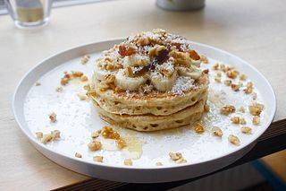 Wanneer je overstapt op een plantaardig dieet dan zal je even moeten wennen aan pannenkoeken. Zonder ei zijn deze wat dunner, minstens net zo lekker maar dus iets anders van textuur.  Stiekem baalde i