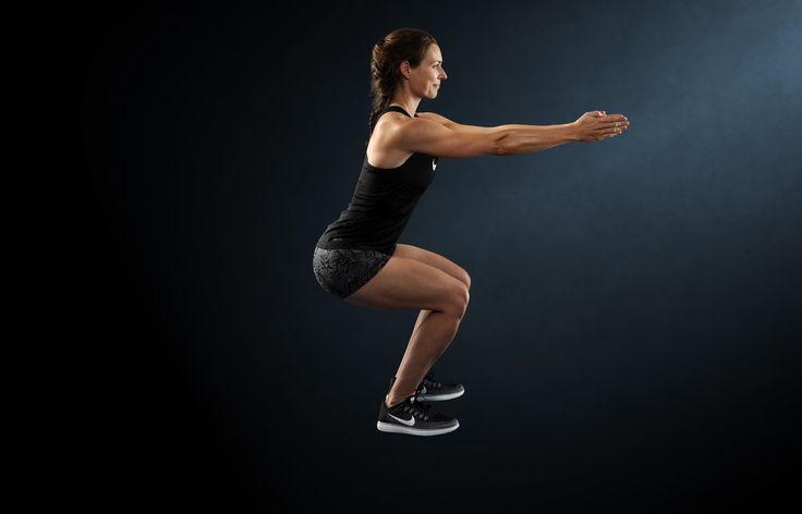 Squat er en vigtig styrketrænings-øvelse, da den styrker baller, lår, mave, ryg og balance. Men har du styr på teknikken? Se hvordan du udfører øvelsen helt korrekt, så du får fuld udbytte af den.