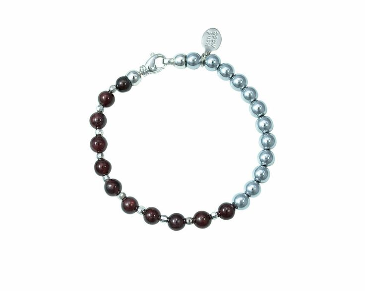 Created with Garnet which in ancient times was considered the stone of the heroes and combined with Hematite Silver that gives dynamism and vitality, the bracelet Silver Garnet becomes full of meaning and charm. Wear the bracelet Silver Garnet for an elegant and gritty touch.