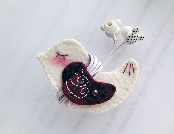 MaroonWing Bird Earphones Winder from Lily's Handmade - Desire 2 Handmade Gifts, Bags, Charms, Pouches, Cases, Purses by DaWanda.com