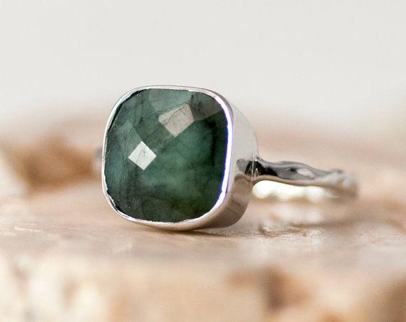 Ruwe Emerald Ring zilver - kan Birthstone Ring - Solitaire Ring - edelsteen Ring - Ring stapelen - Sterling Silver Ring - kussen gesneden Ring