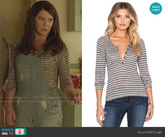 Lorelai's grey striped tee  Gilmore Girls: A Year in the Life.  Outfit Details: https://wornontv.net/62690/ #GilmoreGirls