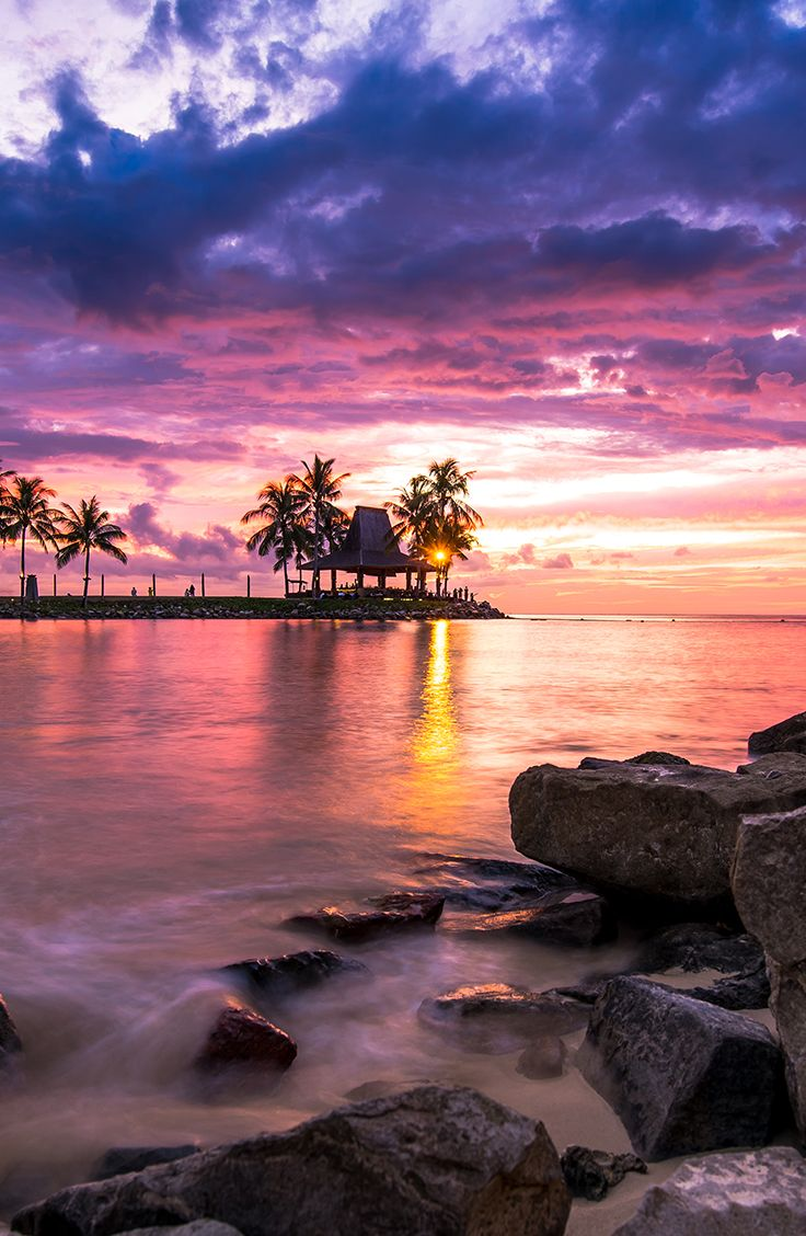 Located on Tanjung Aru, Kota Kinabalu, Sabah, Borneo, Malaysia, Shangri-La Tanjung Aru Resort is a man-made beach resort that gives a very great view of sunsets every single day.