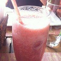 Aardbeien Kiwi Sinaasappelsap. Heerlijke zo'n gezonde fruitsap.
