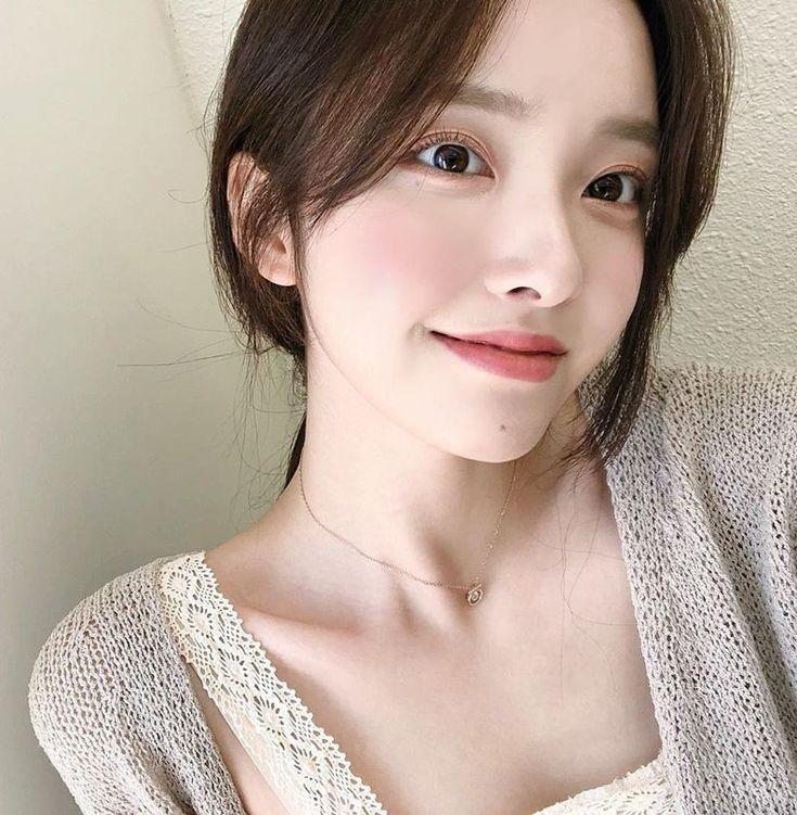 Kim Na Hee에 있는 L. Ena님의 핀   귀여운 아시아 소녀, 자연스러운 메이크업, 아시아의 아름다움
