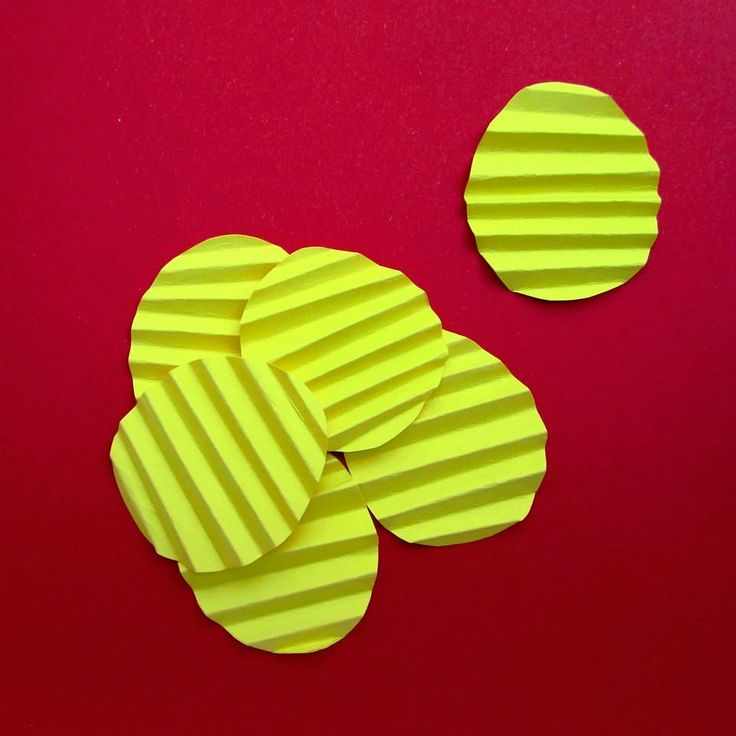 #chips #potato #corrugated #food #paperfood #snack #tity #partydecor #party #eventdesigner #eventdesign #eventplanning #eventplanner #paper #yellow #red #minimal #design #love #withlove #handmade #craft #crafty #diy #spain #zaragoza