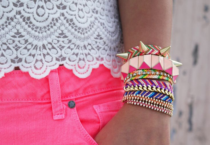 Pink Shorts, Stacked Bracelets, Fashion, Spikes, Neon, Colors, Diy Bracelet, Arm Candies, Friendship Bracelets
