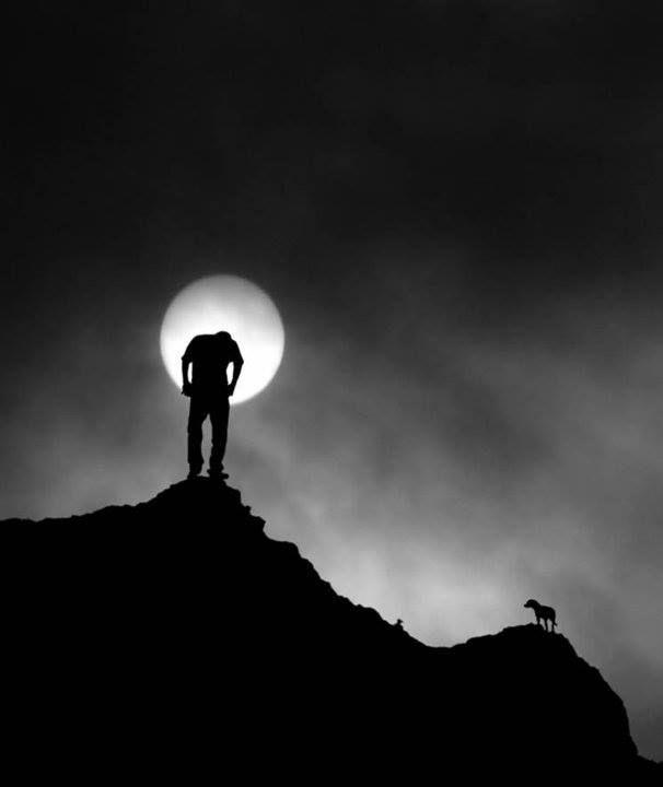 """sweetpassionsss: """" Folle è l'uomo che parla alla Luna.. Stolto chi non le presta ascolto. - W. Shakespeare """""""