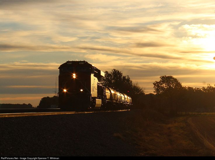 RailPictures.Net Photo: BNSF 4287 Burlington Northern Santa Fe GE ES44C4 at Seymour, Missouri by Spencer T. Whitman