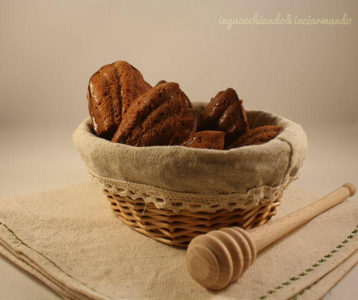 Madeleine al cioccolato ... oggi vi propongo dei soffici dolcini al #cioccolato. porterenno un po' di #francia nella nostra #cucina. per la #ricetta, come sempre, basta andare sul mio #blogGz #inguacchiando&inciarmando