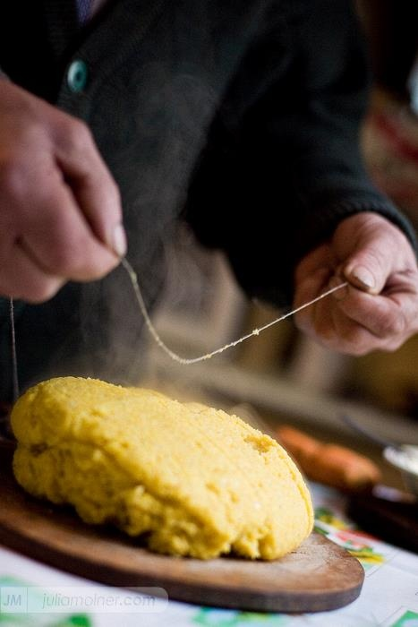 Traditional method to cutting the polenta , Romania. www.romaniasfriends.com