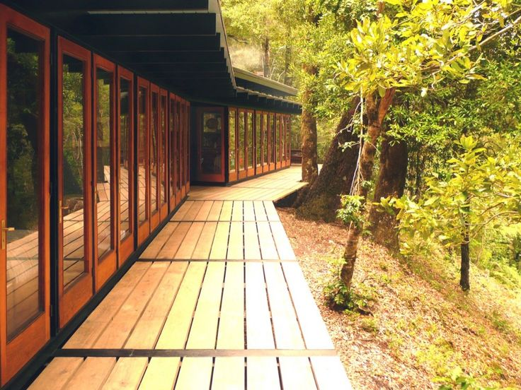 """surround it with decks: """"Recycled Materials Cottage"""" (Panguipulli, Chile) by Juan Luis Martínez Nahuel."""