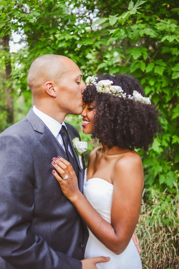 Selecionamos 20 noivas negras que arrasaram em seus casamentos exibindo seus cabelos naturais. Lindas de morrer, gente! É muita elegância!