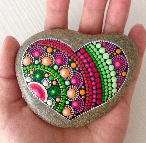 Grande cuore Dot Art Mandala dipinto pietra Fairy Garden