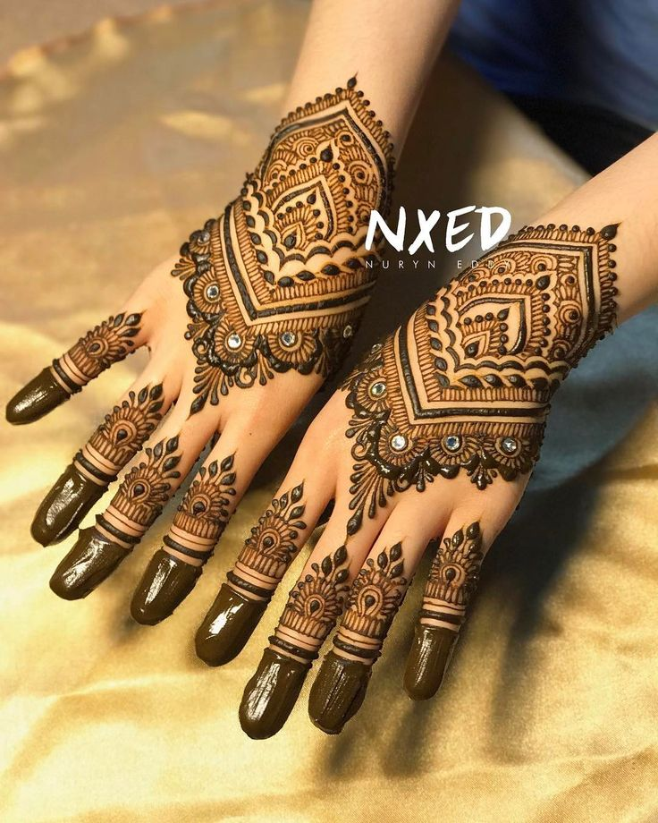 It's been awhile....bridal henna update! Had the pleasure of adorning the hands of a beautiful soul, Syarifah Putri Novia Al-Atas💚💚🌹 ⠀⠀⠀ ⠀ #heena #henna #henne #inai #7enna #uniquehenna #mehndi #mehendi #mehandi #mehndihenna #bridalhenna #hennaservice #nxedhennacones #nxedhennastains #singaporehenna #hennasg #islamicart #sgwedding #hennainspire #nxedhenna #الحناء