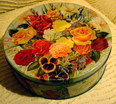 Lovely Peek Frean's floral Biscuit Tin. How come we ate tons of Peek Freans and we don't have any of the tins?