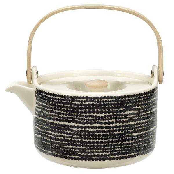 In Good Company Siirtolapuutarha tea pot by Marimekko.