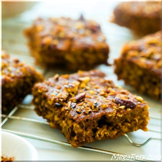Vegan Slow Cooker Pumpkin Spice Oatmeal Breakfast Bars - chewy bars that are gluten free, healthy & only 104 calories!