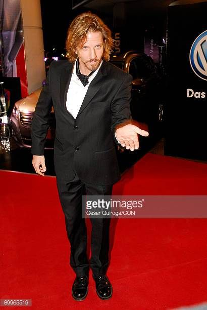 facundo-arana-arrives-at-the-martin-fierro-awards-2009-at-the-hotel-picture-id89965519 (410×612)