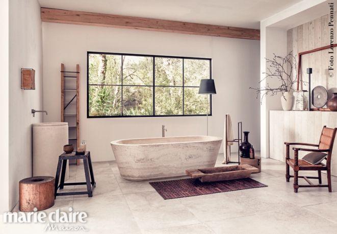 Il bagno in pietra e legno. Travertino, ardesia, grès, teak, paglia e palissandro. Il benessere è ecofriendly.