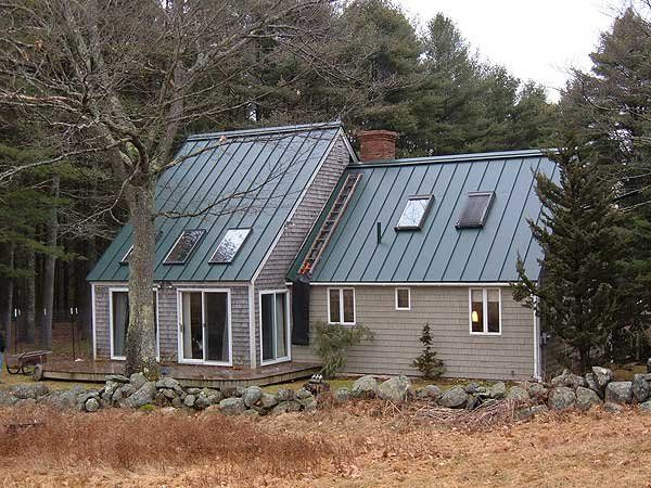 Houses with green metal roofs hartford green for Green siding house