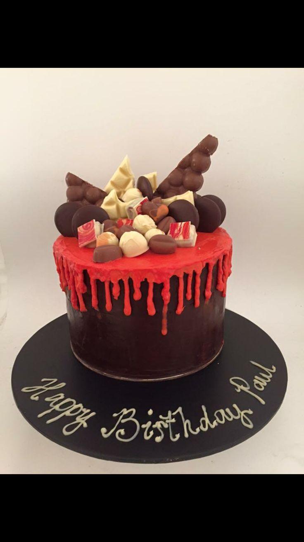 #cakealicious #drippycake #cakewithchocolates