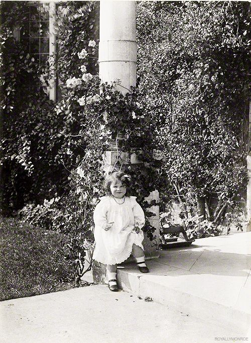 Lady Elizabeth Bowes-Lyon, later Queen Elizabeth, The Queen Mother. Aged 2 in 1902.