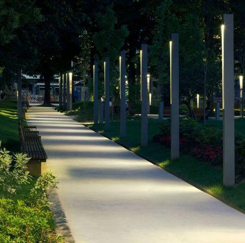 garden bollard light TOPA 320 B.LUX //Una iluminancia adecuada en exteriores ayuda a distinguir los objetos del camino para evitar obstáculos y da una sensación de seguridad //MMH//